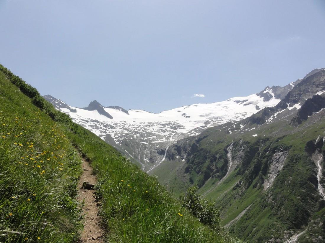 Arnoweg: Nach dem steilen Noitroi-Steig hat man einen prächtigen Ausblick auf das Habachkees.