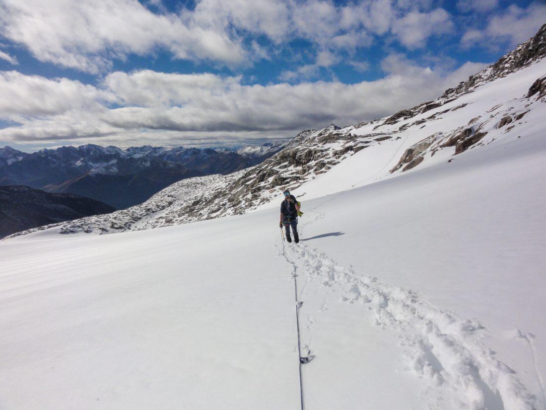 Arnoweg: Gletscherüberquerung am Seil und durch tiefen Neuschnee