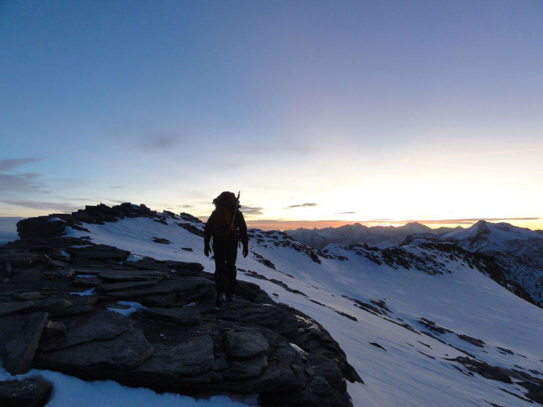 Arnoweg: Der Abstieg führt über den Ostgrad der aufgehenden Sonne entgegen