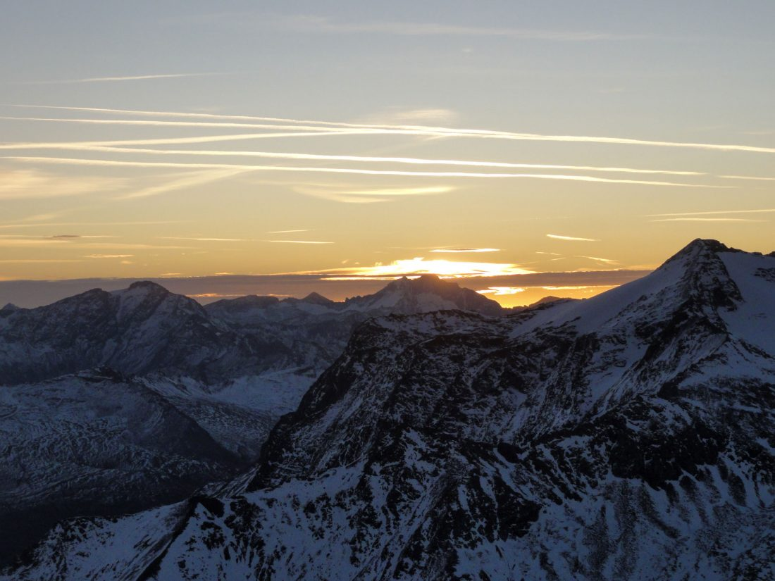Arnoweg: Die Sonne geht genau über der Hochalmspitze (3.360m) auf.