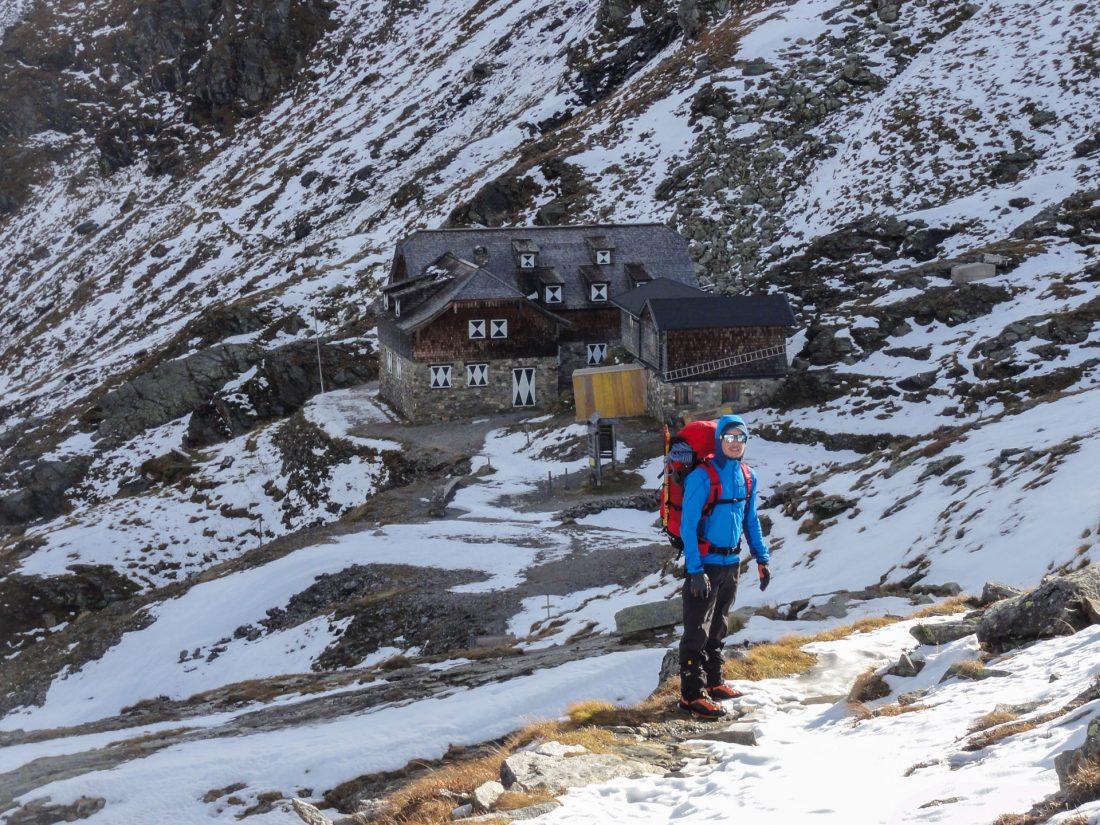 Arnoweg: Das winterfest gemachte Naturfreundehaus Neubau auf 2.175 m Seehöhe.